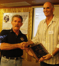 Navy League Phuket awards Community Affiliate plaque.